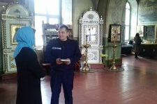 11 квітня рятувальники Васильківського району проводили профілактично-роз'яснювальну роботу в церквах та храмах з вірянами і священнослужителями