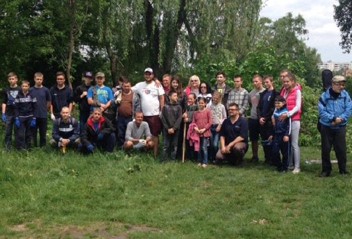 Васильківці прибрали парк відпочинку біля річки Стугна