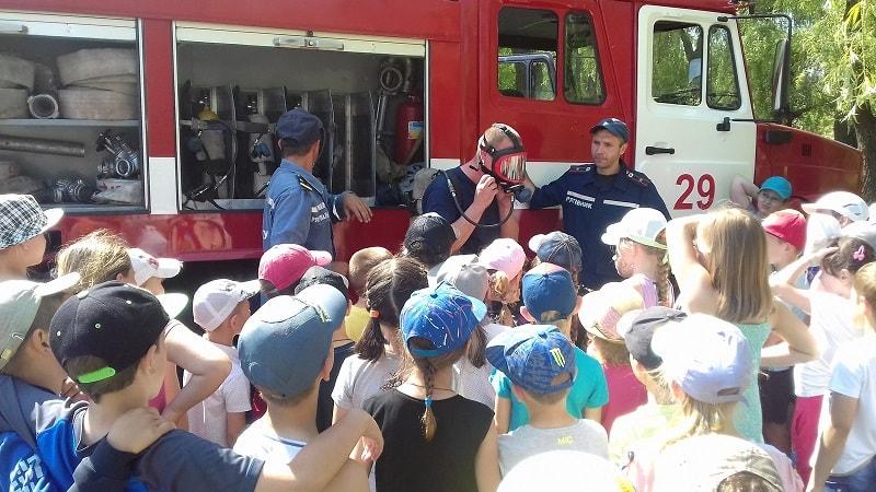 Васильківські рятувальники провели заняття з безпеки життєдіяльності для дітлахів ЗОШ № 3